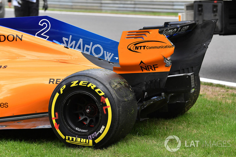 The crashed car of Stoffel Vandoorne, McLaren MCL33 in FP3 with damaged rear wing and flat spot Pirelli tyre