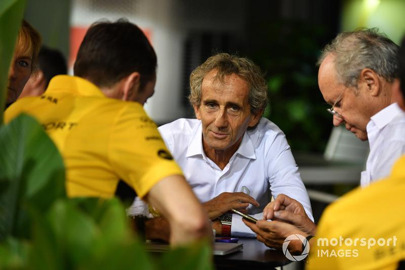 """Alain Prost: """"Para Lewis, quatro, cinco, seis [campeonatos], isso não muda muito. O principal é o que conseguiu, e como ele se tornou um piloto melhor, porque esta temporada tem sido a melhor para ele até agora. Está em posição de alcançar mais que cinco. Ele merece ser campeão mundial este ano"""""""