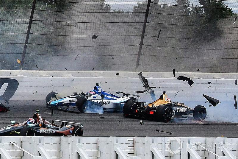 Аварія: Роберт Вікенс, Schmidt Peterson Motorsports Honda, Джеймс Хінчкліфф, Schmidt Peterson Motorsports Honda, Райан Хантер-Рей, Andretti Autosport Honda, П'єтро Фіттіпалді, Dale Coyne Racing Honda