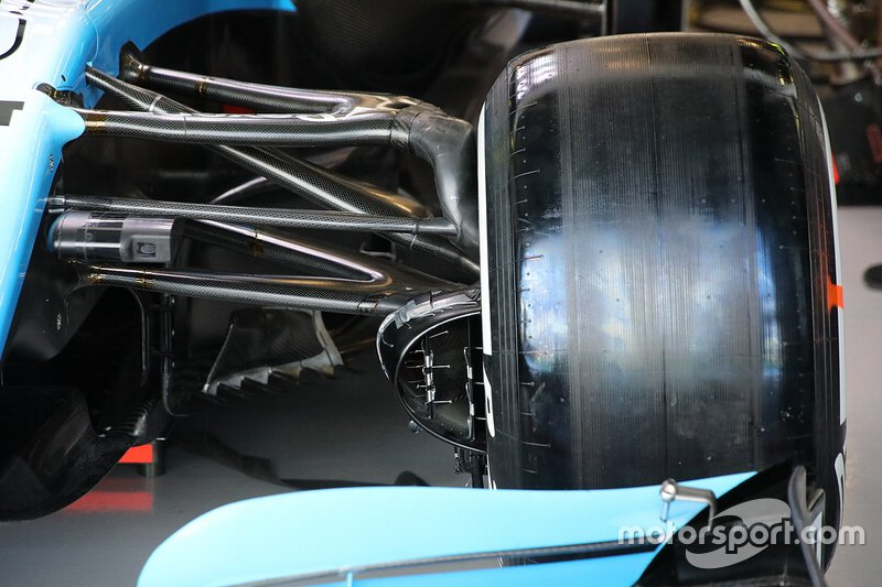 Williams FW42: Aufhängung vorne