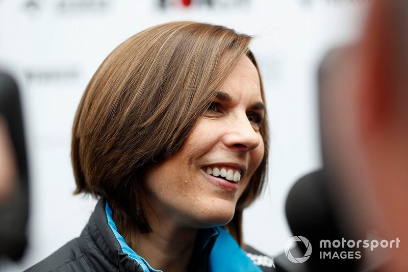 Claire Williams, directrice adjointe de Williams, parle à la presse