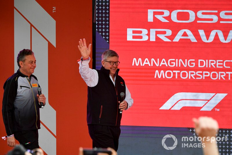 Mario Isola, Racing Manager, Pirelli Motorsport, e Ross Brawn, Managing Director del Motorsport, FOM, all'evento a Federation Square