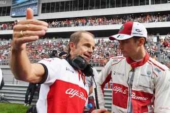 Josef Leberer, entraîneur chez Sauber, et Charles Leclerc, Sauber sur la grille