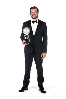 Martin Truex Jr., Furniture Row Racing, con il trofeo del secondo classificato