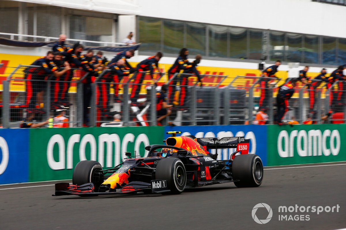 Alex Albon, Red Bull Racing RB16, passes the cheering Red Bull team on the pit wall