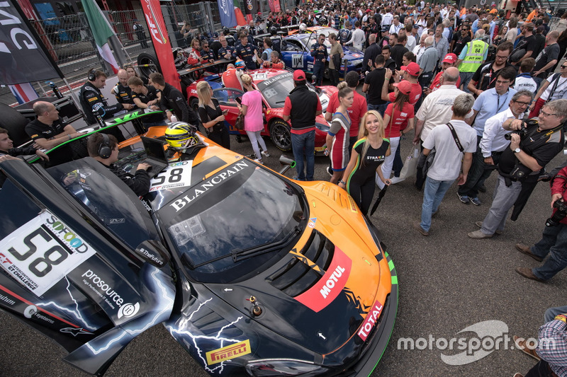 #58 Strakka Racing McLaren 650 S GT3: Коме Ледогар, Роб Белл, Бен Барнікот