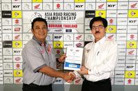 Presiden FIM Asia, Wan Zaharuddin Wan Ahmad dan Direktur Two Wheels Motor Racing, Ron Hogg