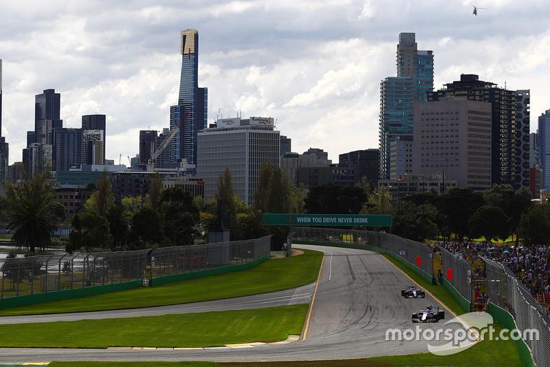 Antonio Giovinazzi, Sauber C36; Daniil Kvyat, Scuderia Toro Rosso STR12