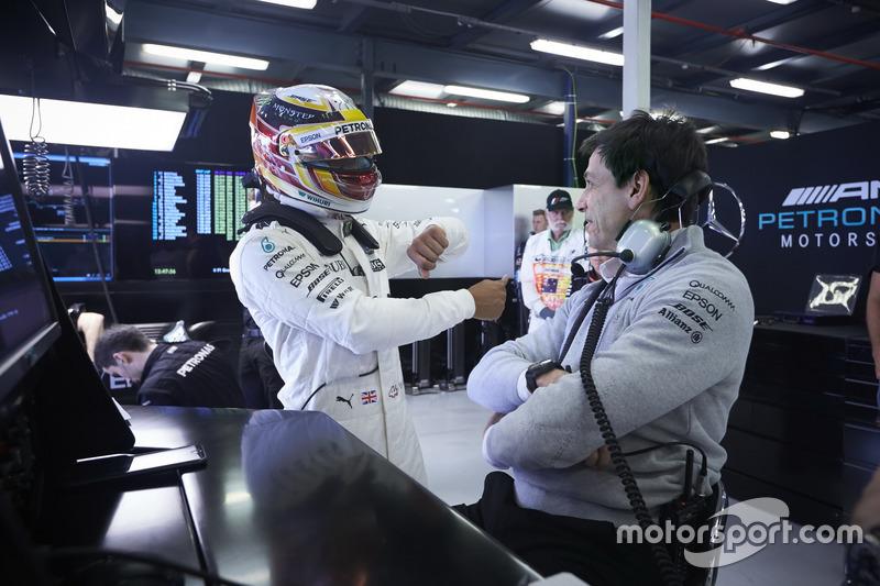 Lewis Hamilton, Mercedes AMG, con Toto Wolff