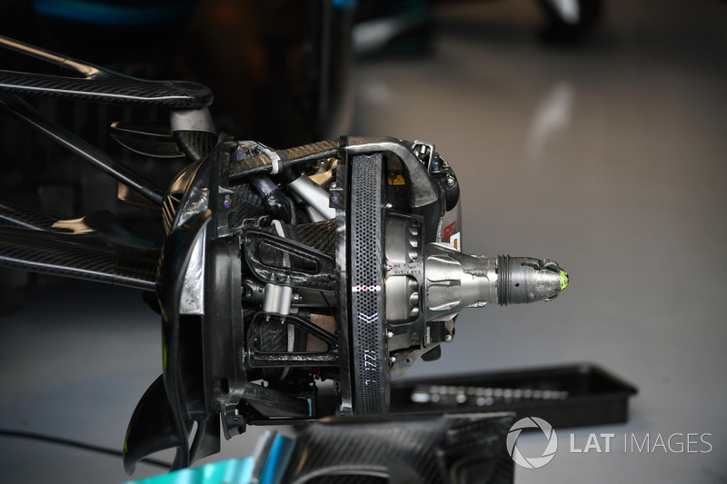 Mercedes-Benz F1 W08  front brake and wheel hub detail