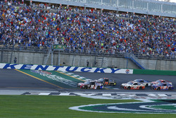 Martin Truex Jr., Furniture Row Racing Toyota, Kyle Busch, Joe Gibbs Racing Toyota green flag start