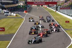 Départ : Lewis Hamilton, Mercedes-Benz F1 W08 mène