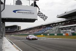 Картатий прапор для Лукаса Ауера, Mercedes-AMG Team HWA, Mercedes-AMG C63 DTM