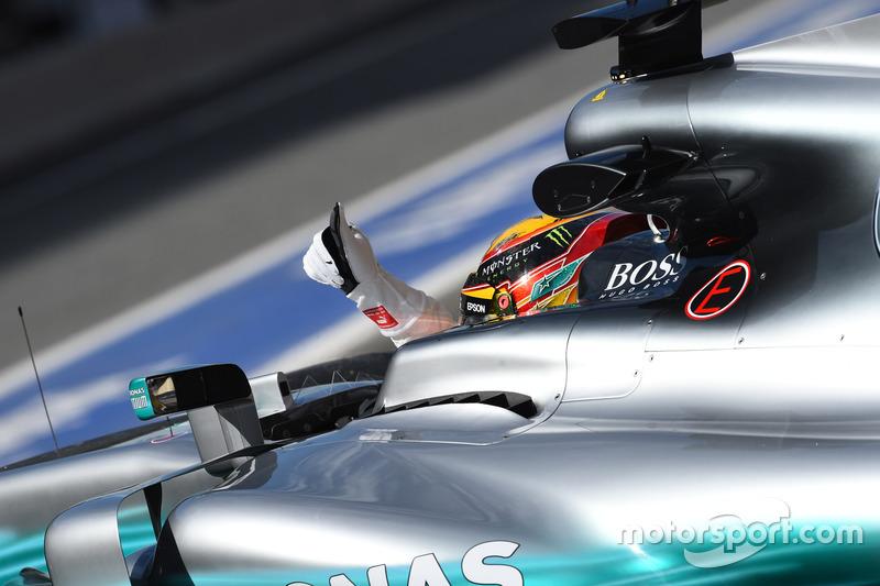 Lewis Hamilton, Mercedes-Benz F1 W08  waves
