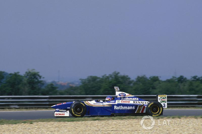 Villeneuve, que vinha mais de 30s atrás, começou a descontar a diferença de forma clara.