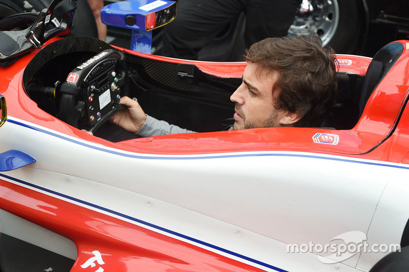 Fernando Alonso sits in the car of Marco Andretti