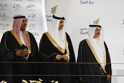 The Bahraini Royal Family and politicians on the podium