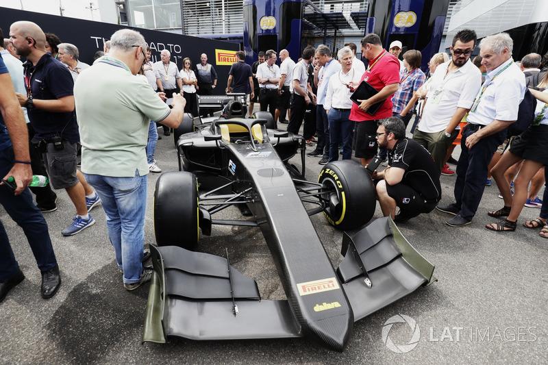 El nuevo coche de F2 2018 presentado en el paddock
