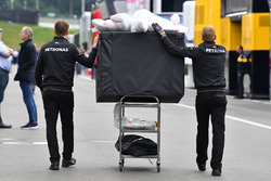 Mercedes AMG F1 mechanics and Mercedes-AMG F1 W09 freight