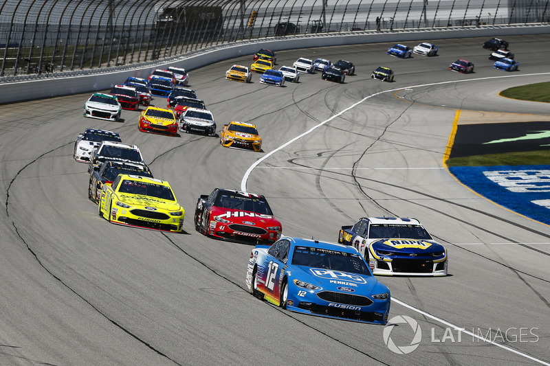 Ryan Blaney, Team Penske, Ford Fusion PPG, guida il gruppo