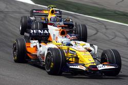 Фернандо Алонсо, Renault F1 Team R28 и Дэвид Култхард, Red Bull Racing RB4