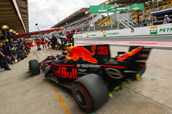 Max Verstappen, Red Bull Racing RB13 makes a practice pitstop