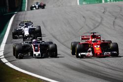 Sebastian Vettel, Ferrari SF70H, Romain Grosjean, Haas F1 Team VF-17