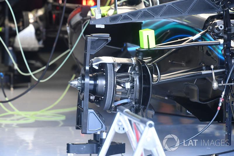 Mercedes-AMG F1 W09 front barke and wheel hub detail