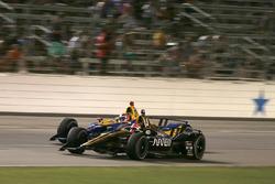 Джеймс Хинчклифф, Schmidt Peterson Motorsports Honda, и Александр Росси, Andretti Autosport Honda