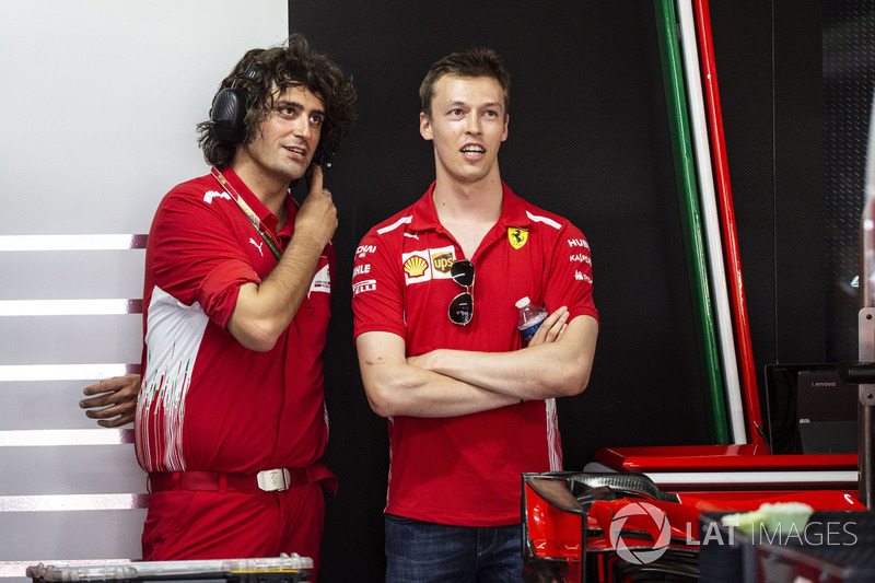 Daniil Kvyat, Ferrari y Marco Matassa, ingeniero de Ferrari