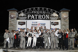 Podio GTLM: ganadores Patrick Pilet, Nick Tandy, Frédéric Makowiecki, Porsche Team North America