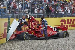 Sebastian Vettel, Ferrari SF71H, stapt uit na zijn crash