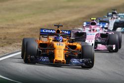 Fernando Alonso, McLaren MCL33, leads Esteban Ocon, Force India VJM11, and Lewis Hamilton, Mercedes AMG F1 W09