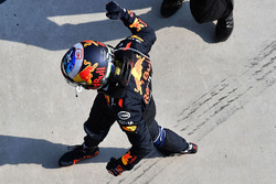 Il vincitore della gara Daniel Ricciardo, Red Bull Racing festeggia nel parco chiuso