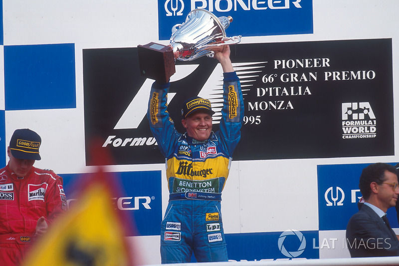En el mismo año, Herbert ganó el GP de Italia, carrera con accidente múltiple, reinicio y nuevo accidente de Schumacher y Hill