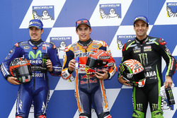 Le poleman Marc Marquez, Repsol Honda Team, le deuxième, Maverick Viñales, Yamaha Factory Racing, le troisième, Johann Zarco, Monster Yamaha Tech 3