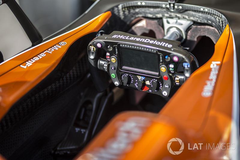McLaren MCL32: Cockpit mit Lenkrad