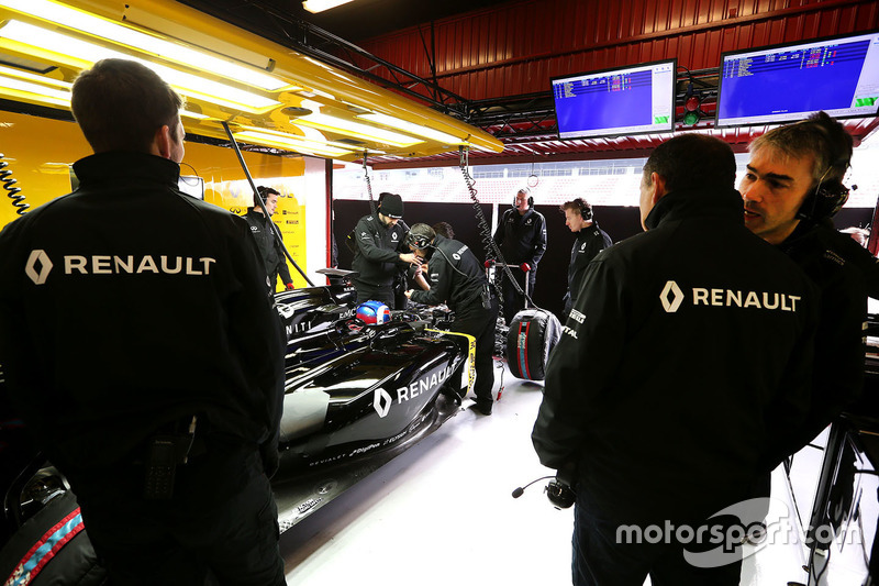 Nick Chester, Renault Sport F1 Team Chassis Technical Director and Frederic Vasseur, Renault Sport F1 Team Racing Director