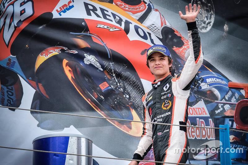 Podio: il vincitore Lando Norris, Josef Kaufmann Racing