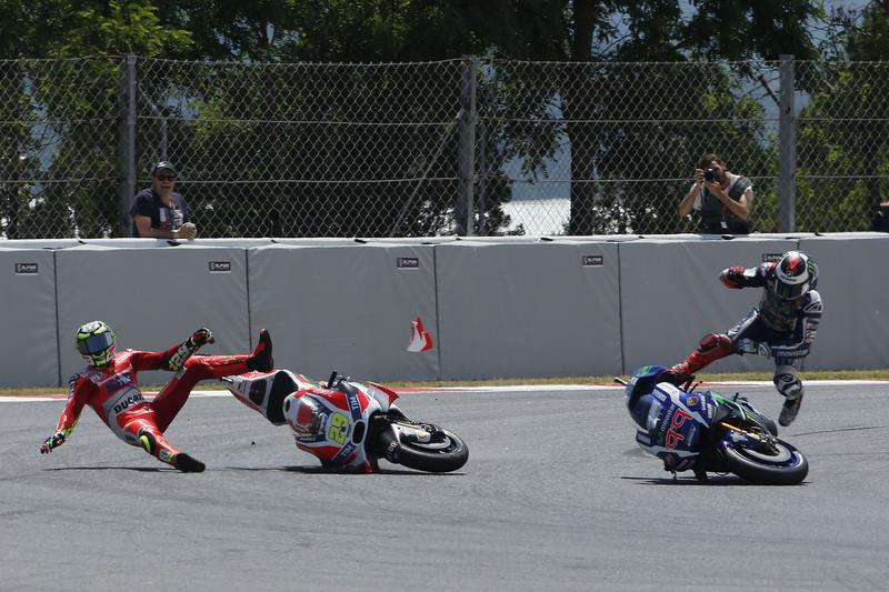 #5: Synchron-Sturz von Andrea Iannone und Jorge Lorenzo