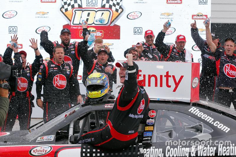Il vincitore della gara Michael McDowell, Richard Childress Racing Chevrolet