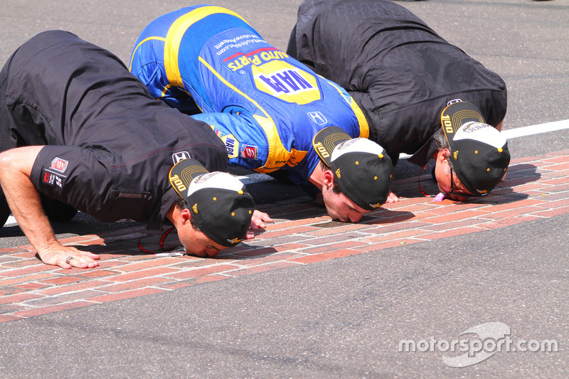 Ganador de la carrera Alexander Rossi, Herta - Andretti Autosport Honda, Michael Andretti, Bryan Herta
