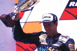 Podio: segundo lugar Carlos Checa, Honda