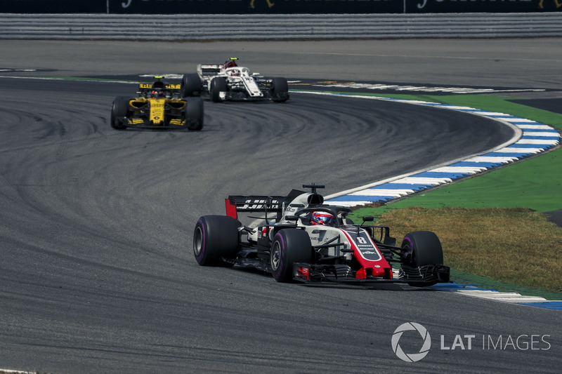 Romain Grosjean, Haas F1 Team VF-18, Carlos Sainz Jr., Renault Sport F1 Team R.S. 18, Charles Leclerc, Sauber C37