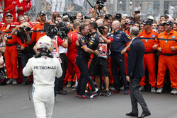 Daniel Ricciardo, Red Bull Racing, celebrates victory with Christian Horner, Team Principal, Red Bull Racing, as Lewis Hamilton, Mercedes AMG F1 and Adrian Newey, Chief Technical Officer, Red Bull Racing