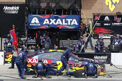 William Byron, Hendrick Motorsports, Chevrolet Camaro AXALTA pit stop