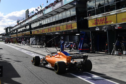 Fernando Alonso, McLaren MCL33 au stand