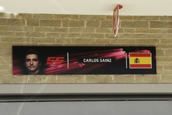 Carlos Sainz Jr., Renault Sport F1 Team garage sign
