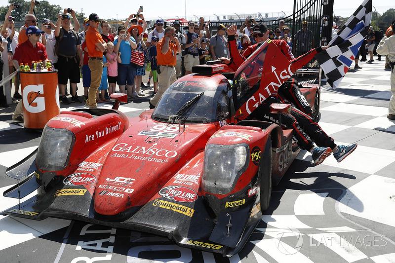 #99 JDC/Miller Motorsports ORECA 07, P: Stephen Simpson, Mikhail Goikhberg, Chris Miller, in Victory Lane