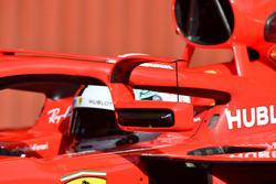 Sebastian Vettel, Ferrari SF71H, con gli specchietti montati sull'halo